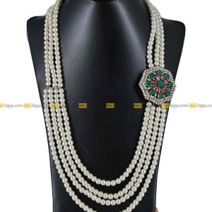 This exquisite necklace has beautiful pearls,perfect match to any traditional style. The way you wear a necklace hanging it around your neck like a statement gives it a special place of honor in your wardrobe. Your necklace is an opportunity to show class, elegance and creativity.